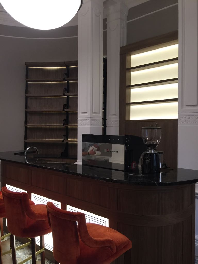 Bar with curved glass shelves